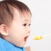 【離乳食中期の進め方】食べさせる量と調理法。おかゆ+2品が基本